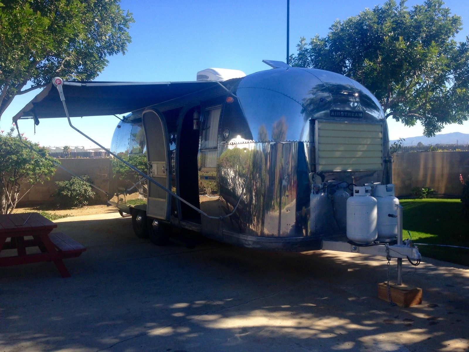 1966 Vintage Airstream 24 Trade Wind Beautifully