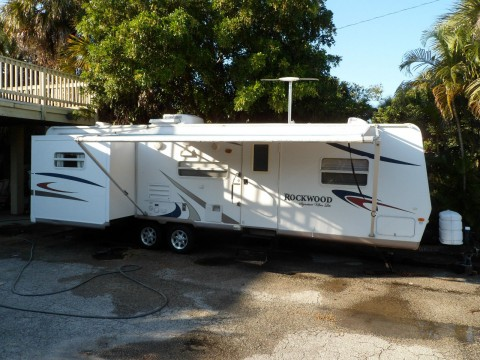 2008 Rockwood Light Weight 32′ 2 Slide outs camper trailer for sale
