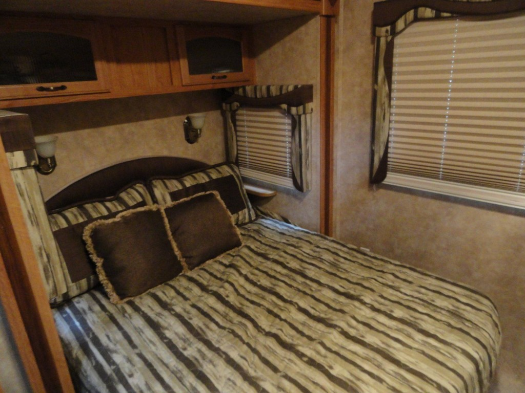 2009 Jayco Eagle 5th Wheel Model 355FBHS Deluxe Edition