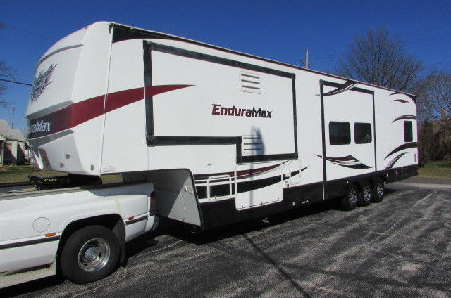 2011 Gulf Stream Enduramax 3912 5th Wheel toy hauler