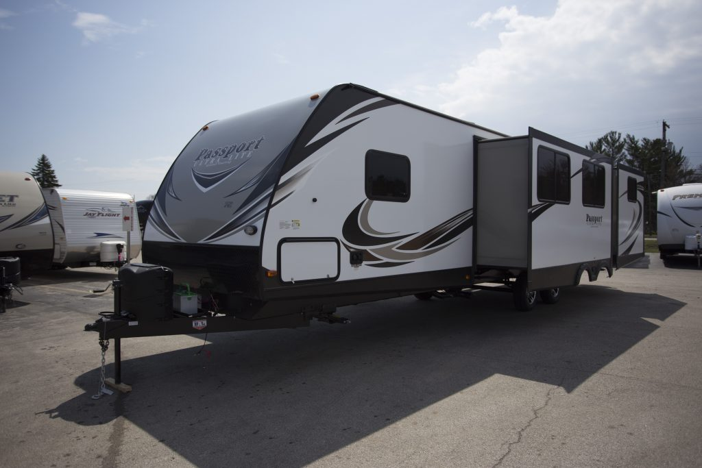 Mobile residence 2018 Keystone Passport Grand Touring 3350bh Camper