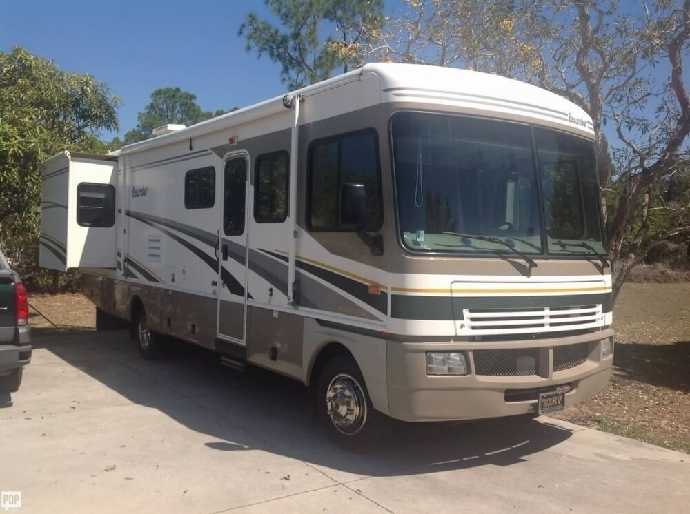 Class A 2004 Fleetwood Bounder Camper Rv For Sale