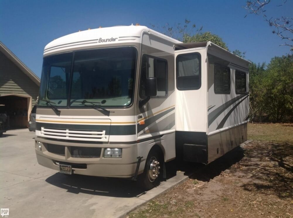 Class a 2004 fleetwood bounder camper rv for sale for Motor homes for sales