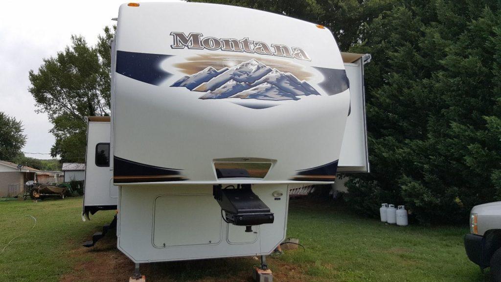Four slides 2011 Keystone Montana camper