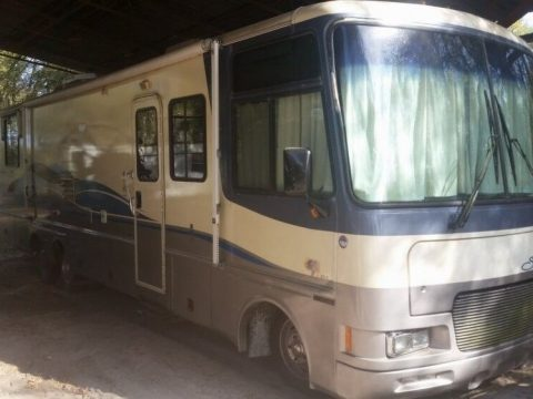 Rich equipement 1997 Fleetwood Southwind RV camper for sale