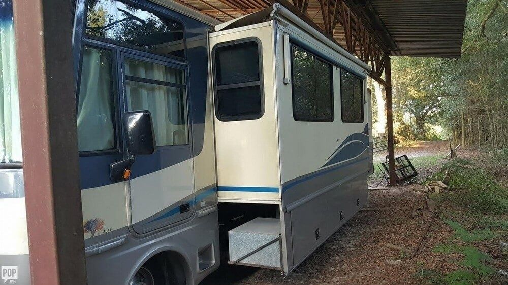Rich equipement 1997 Fleetwood Southwind RV camper