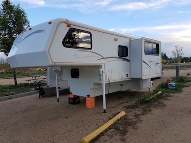 Top Of The Line 2001 Bigfoot Truck Camper Model 30c10 For Sale