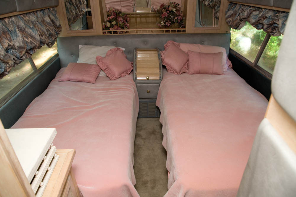 Converted bus 1962 GM 4106 camper for sale