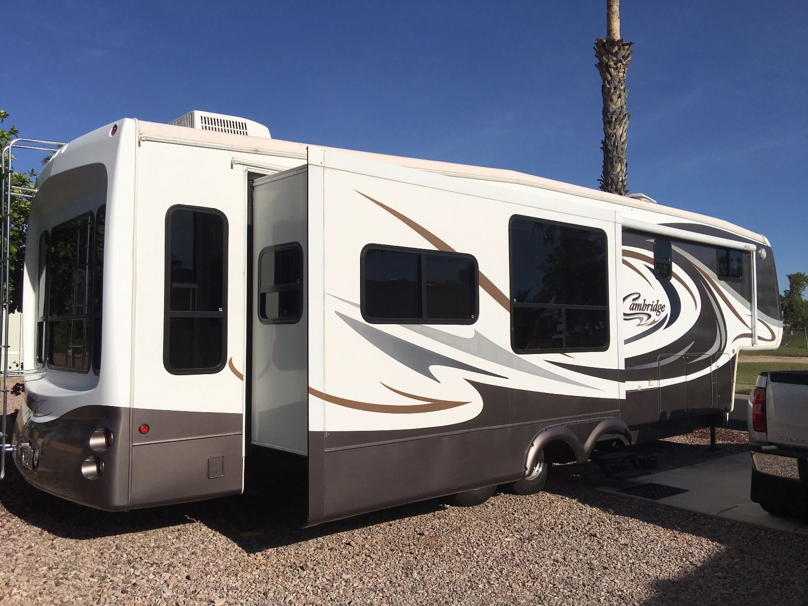 Great Condition 2006 Keystone Cambridge Camper For Sale