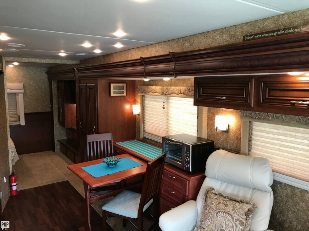Has everything 2014 Newmar Bay Star camper