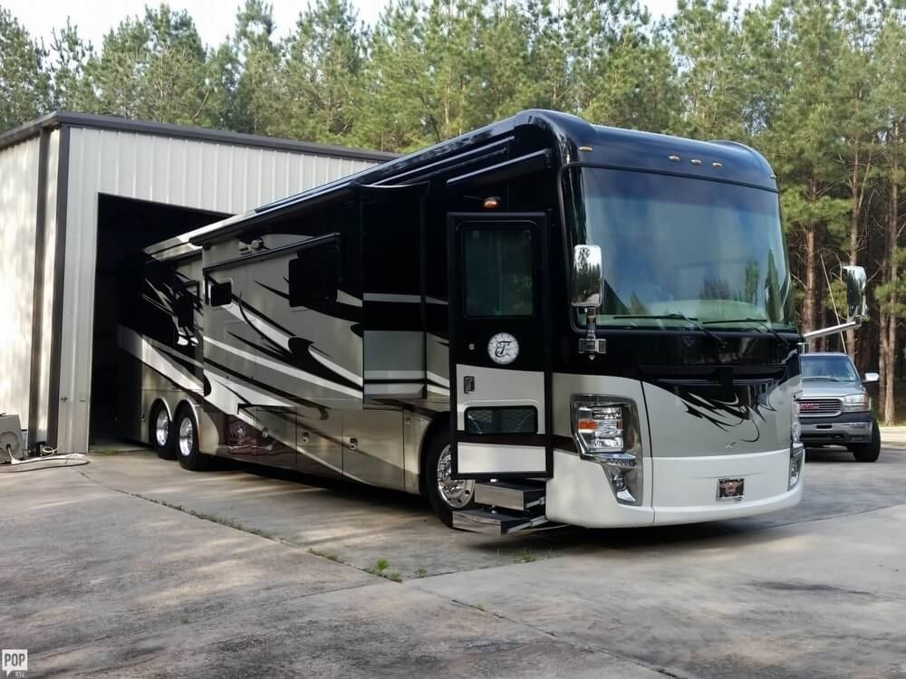 Mobile estate 2013 Tiffin Motorhome Zephyr camper for sale