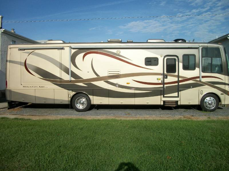 Stunning motorhome 2005 Newmar Mountain camper for sale