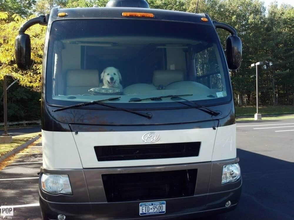 Two Slide Outs 2010 Thor Motor Coach Serrano Camper For Sale