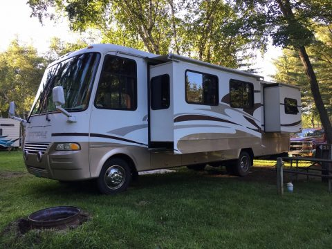 Clean motorhome 2004 Newmar camper for sale