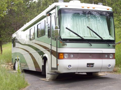 Excellent condition 1999 Monaco Signature 45 Classic camper for sale