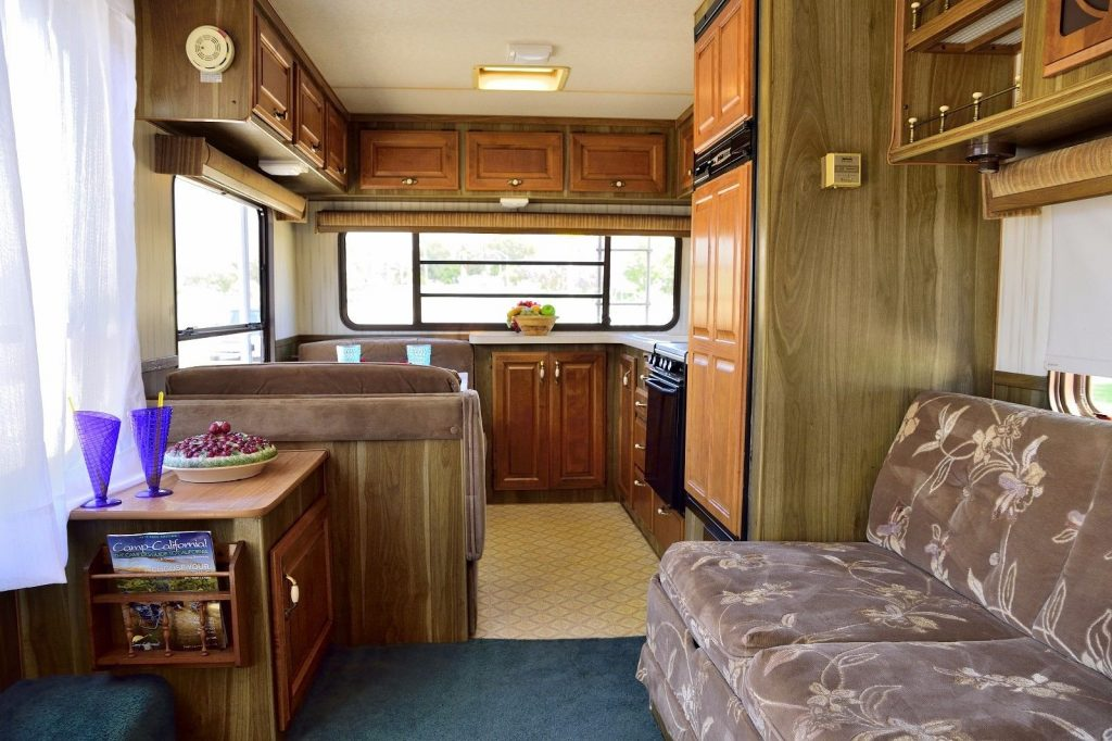 Extra Clean 1987 Fleetwood Prowler Regal Loaded Camper For