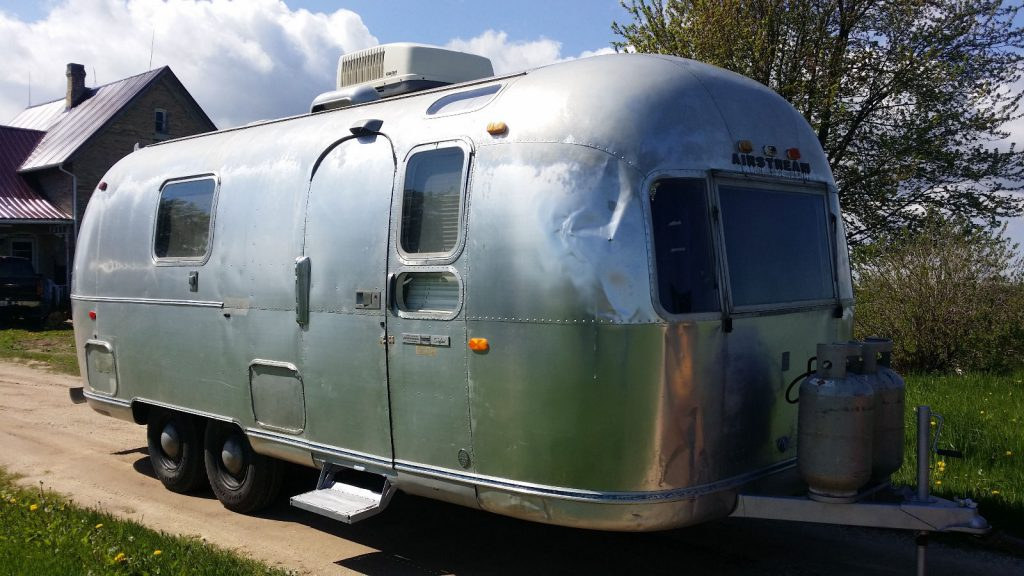 Land Yacht 1971 Airstream Safari Camper Trailer For Sale