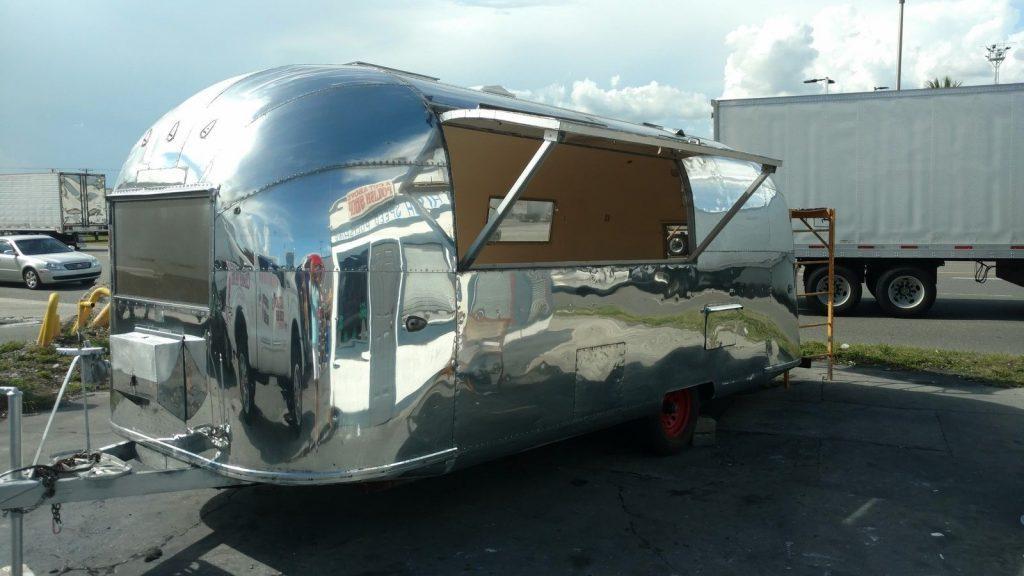 Glossy 1963 Airstream Safari Camper Trailer For Sale
