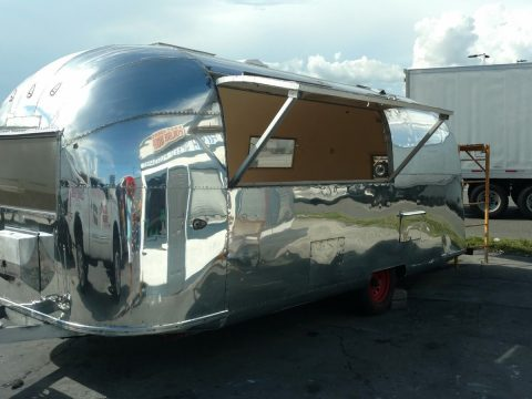 glossy 1963 Airstream SAFARI camper trailer for sale