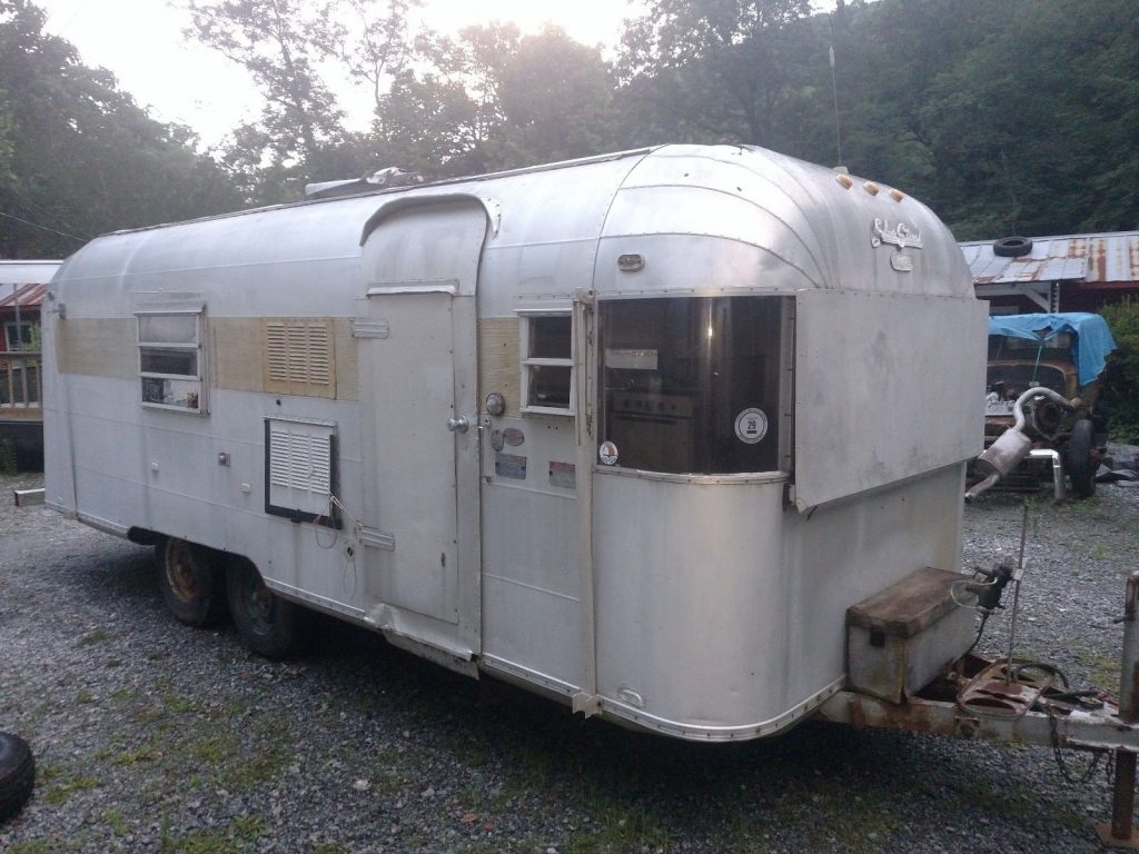 great project 1967 Silver Streak Sabre 23 camper trailer