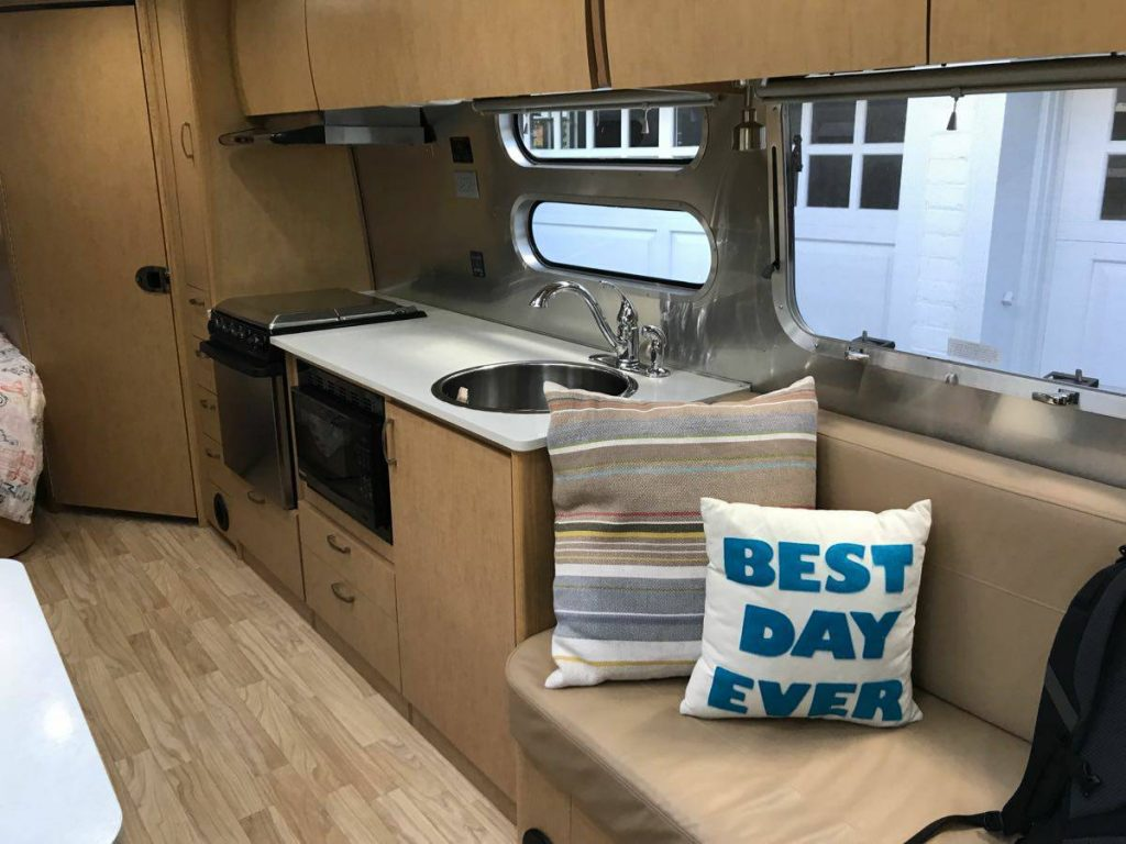 almost new 2016 Airstream Flying Cloud 30 FB camper