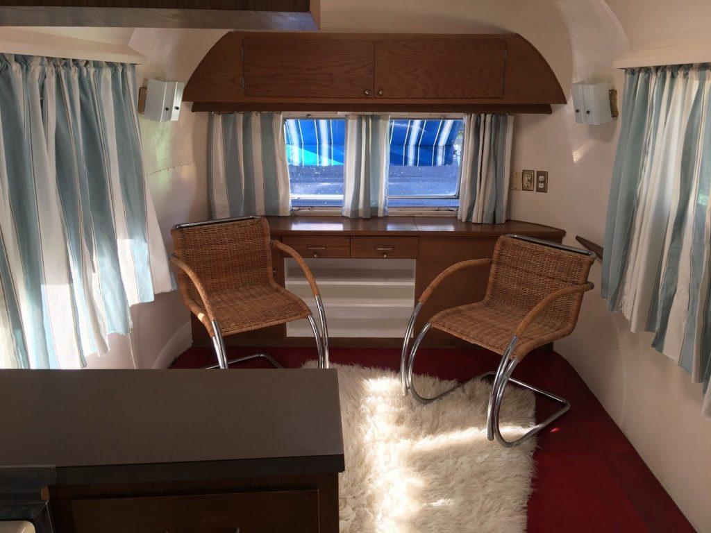 original 1962 Airstream Sovereign Land Yacht 30′ Camper trailer