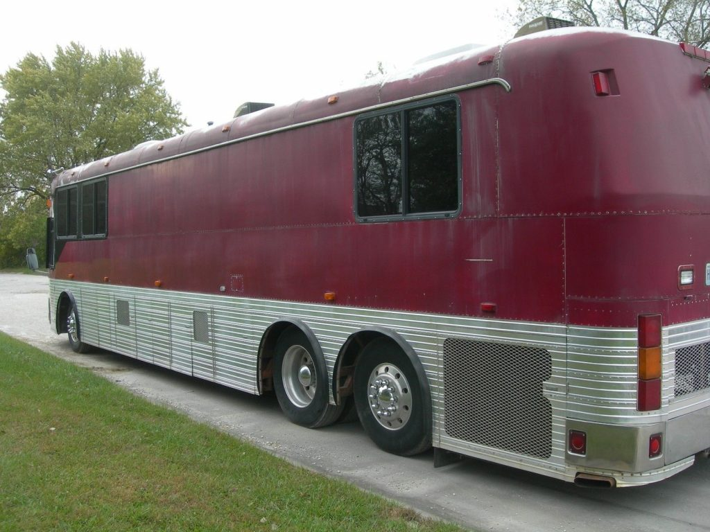 needs paint 1981 Eagle camper motorhome