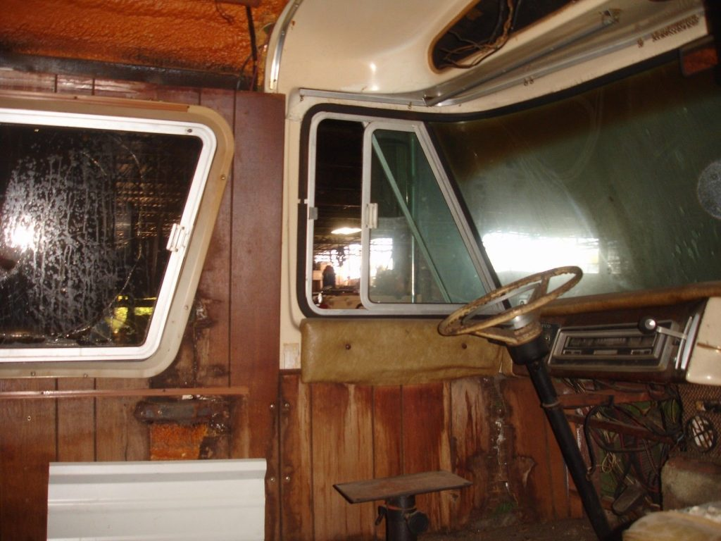 needs restoration 1970 Dodge travco motorhome