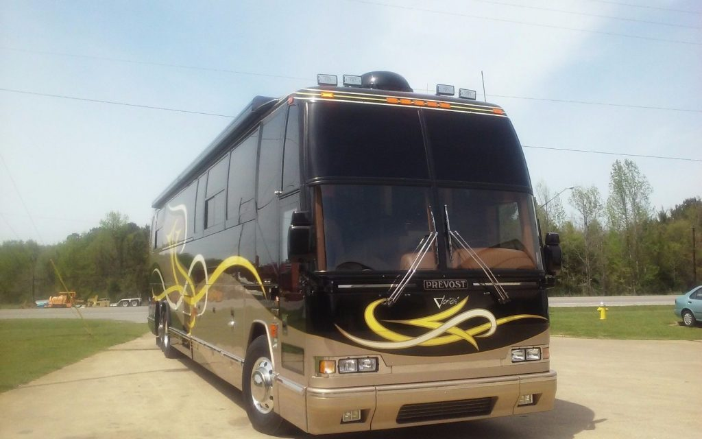 serviced 2001 Prevost Featherlite Vantare camper