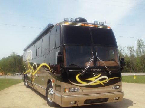 serviced 2001 Prevost Featherlite Vantare camper for sale