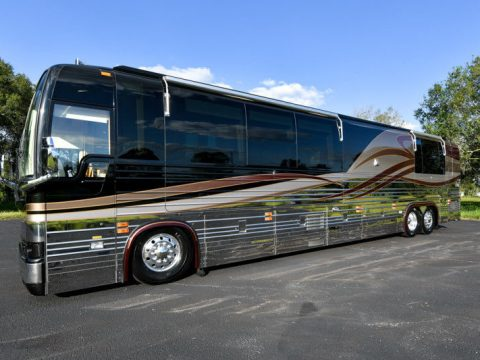 very clean 2004 Prevost Royale XLII camper for sale