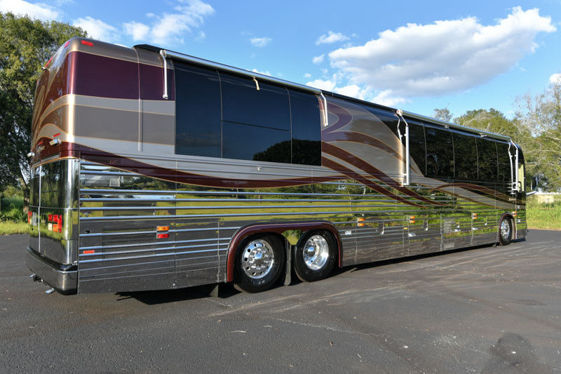 very clean 2004 Prevost Royale XLII camper