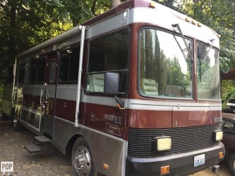 well equipped 1990 Monaco Safari 36 feet camper RV for sale