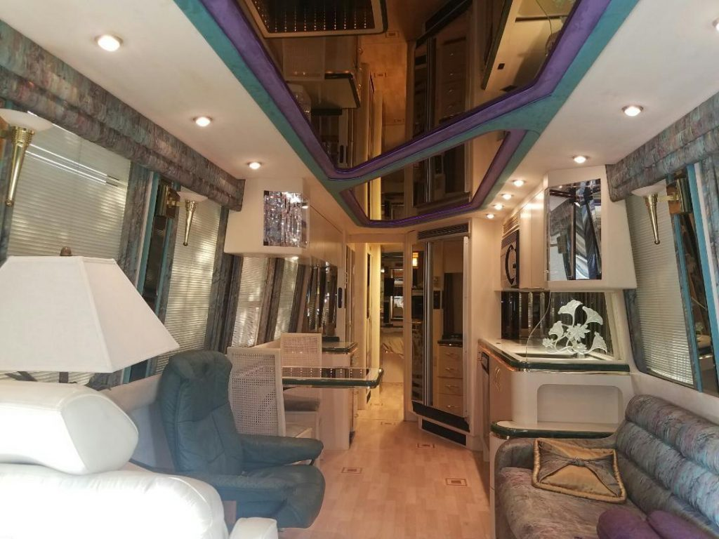 loaded 1993 Prevost Marathon XL40 camper