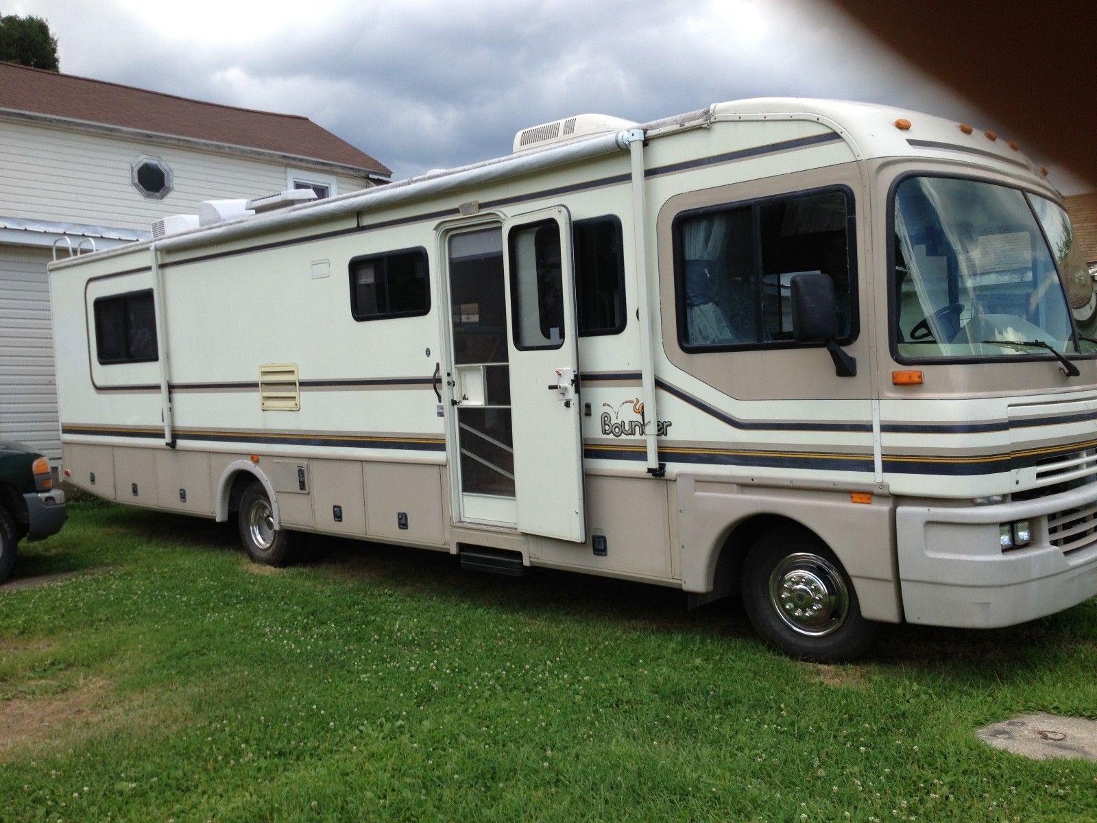 well equipped 1996 Fleetwood 34J camper RV for sale