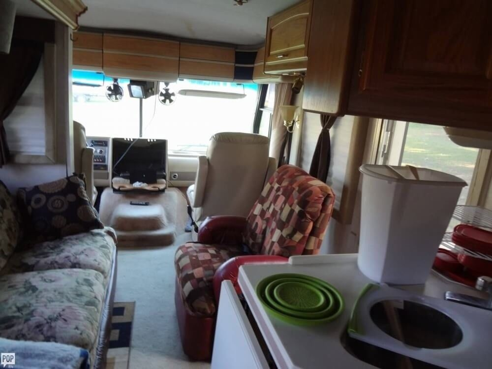 good condition 1997 Fleetwood Pace Arrow camper