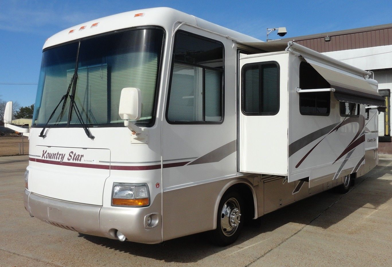 5 awnings 2000 Newmar Kountry Star camper