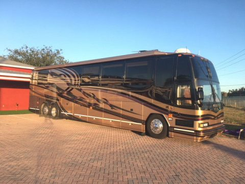 everything works 2001 Prevost H3 45 camper for sale