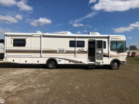 smoke free 2001 Fleetwood Bounder M 36K camper for sale