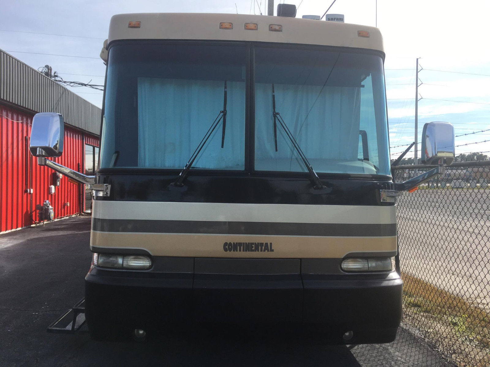 very clean 2000 Safari Continental PANTHER camper for sale
