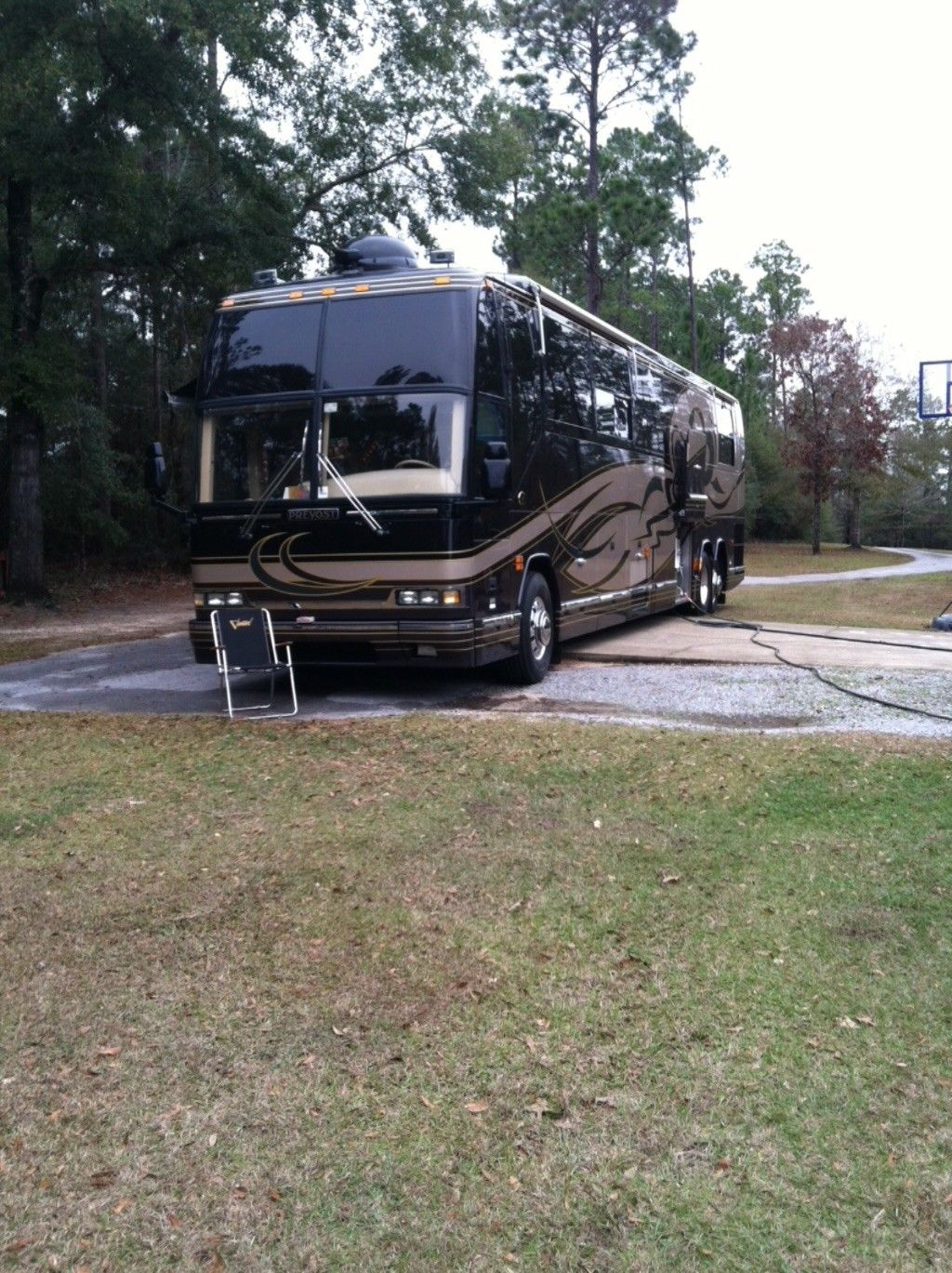 well maintained 2001 Prevost h 3 45 Featherlite Vantare vip camper for sale