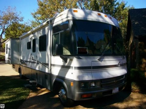 well optioned 2000 Winnebago Adventurer camper for sale