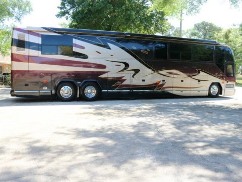 amazing 2002 Prevost Featherlite Vantare H3 45 camper for sale