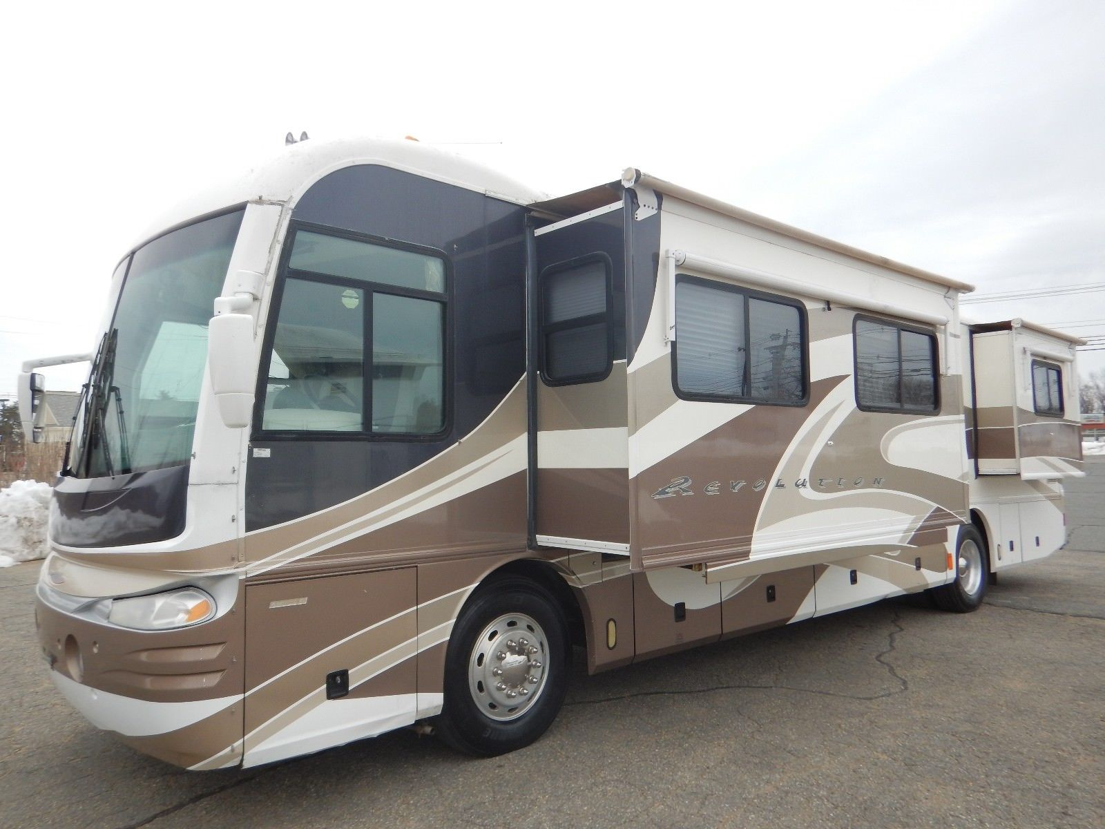loaded 2002 Fleetwood Revolution 38RB camper RV for sale