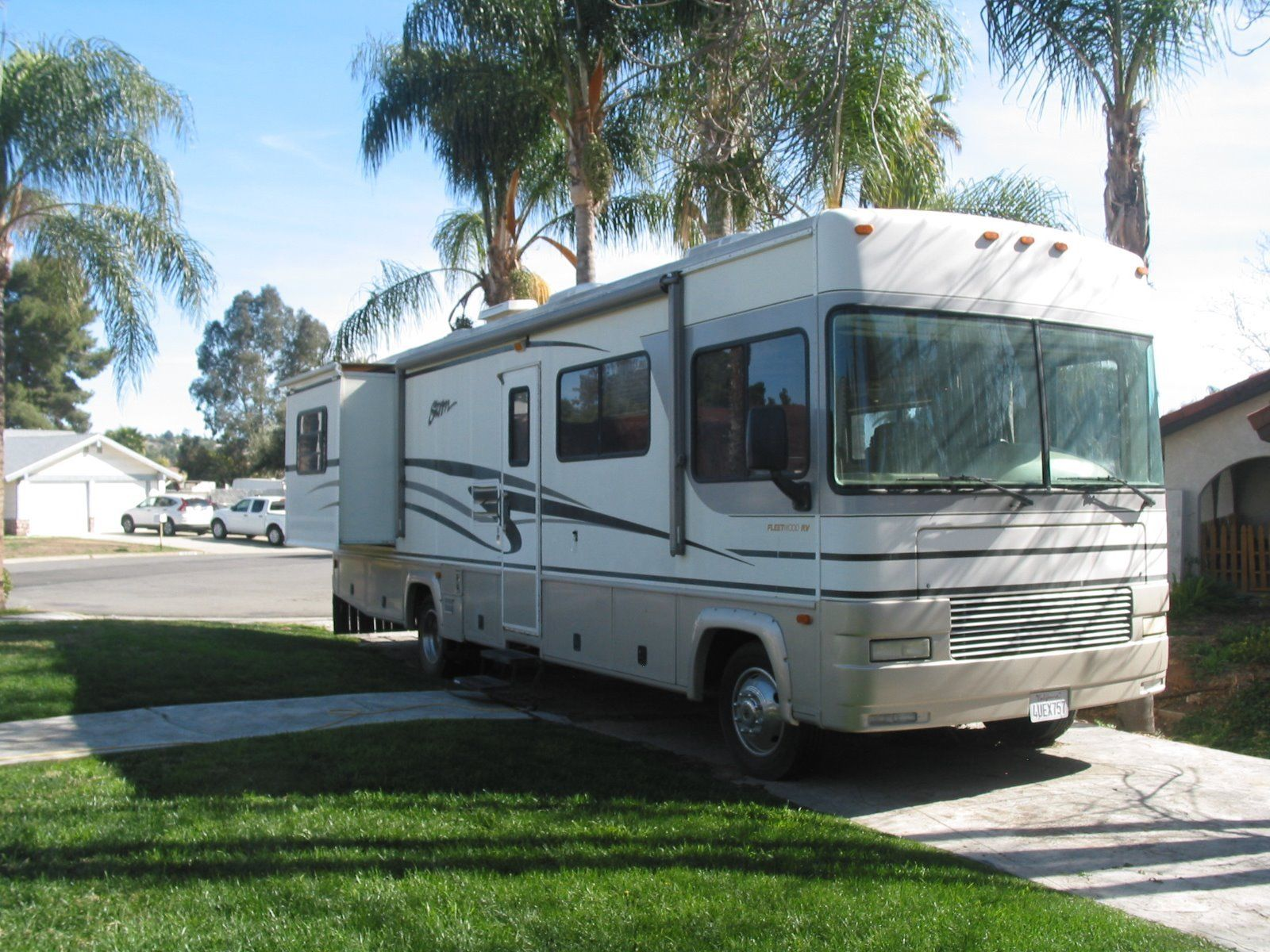 very low miles 2002 Fleetwood Storm camper for sale