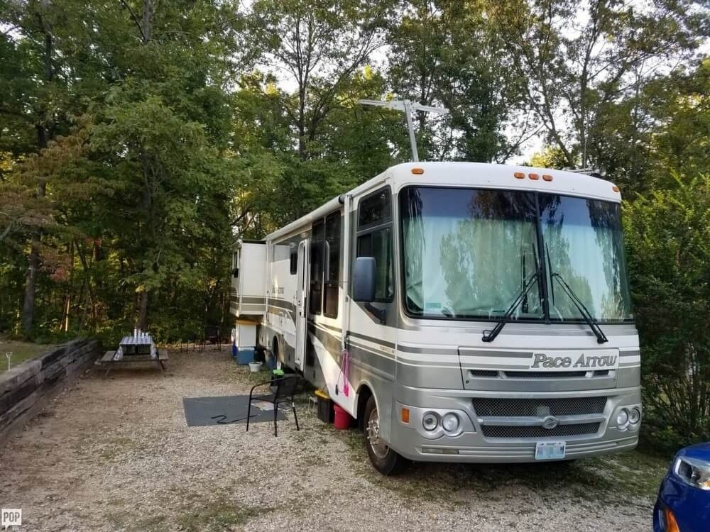 well equipped 2002 Fleetwood Pace Arrow camper rv for sale