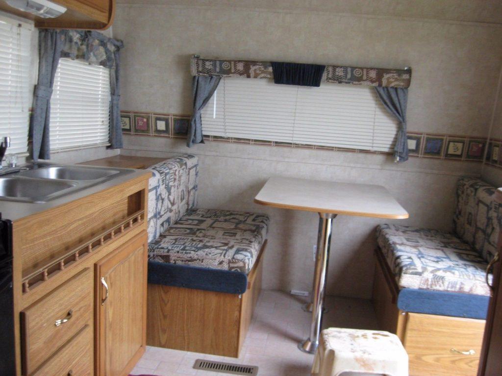 clean 2004 Fleetwood Pioneer M 17T4 camper