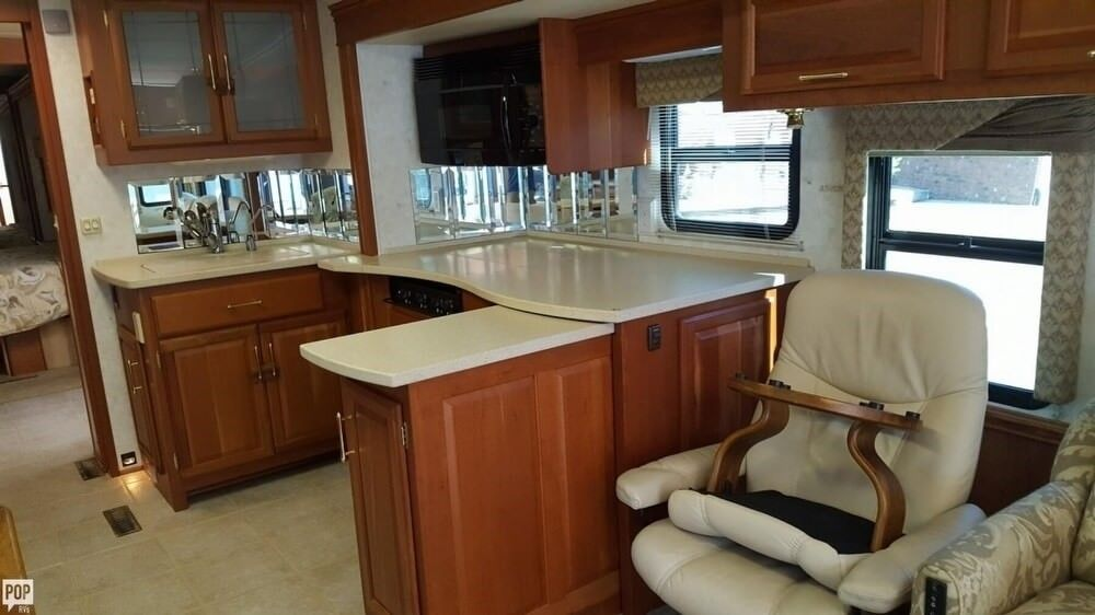 comfortable 2004 Winnebago Vectra camper