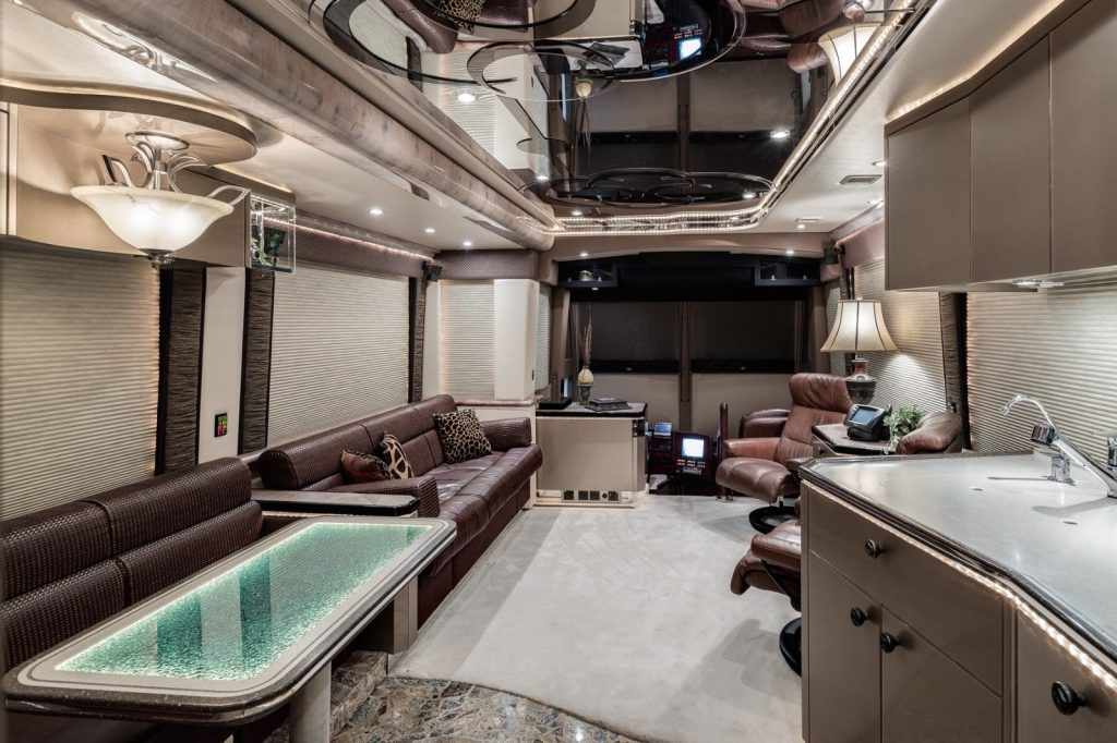 custom equipped 2004 Prevost Vantare H3 45 camper
