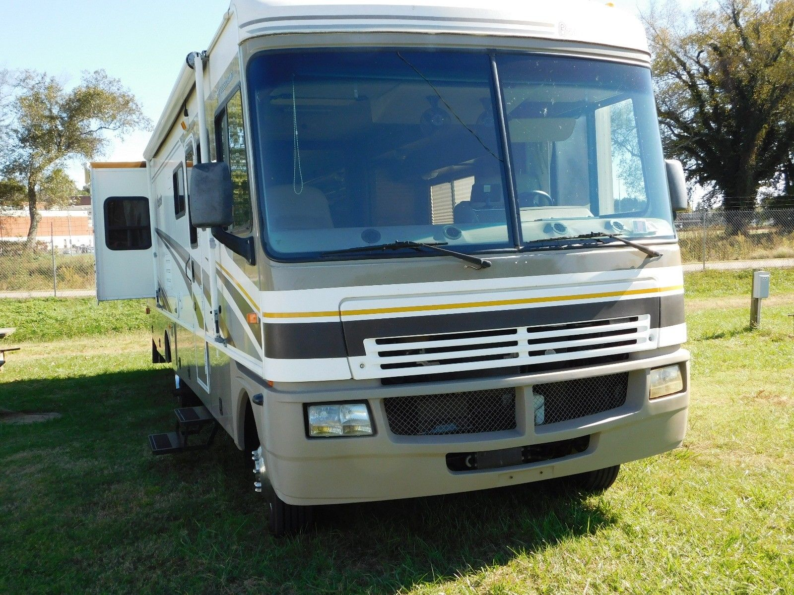 low miles 2004 Fleetwood Bounder camper for sale